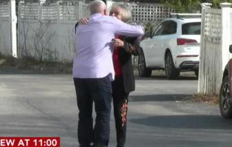 Hai mẹ con đoàn tụ sau 54 năm