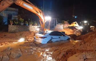 Phan Thiết: Sạt lở cát nghiêm trọng vùi lấp xe ô tô