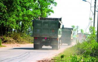 Dân khốn khổ vì xe quá tải lộng hành