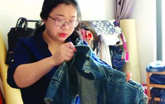 Kỹ sư điện tử viễn thông tái chế jeans để trả nợ cuộc đời