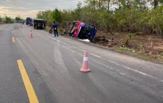 Xe khách giường nằm mất lái, lật ngửa khiến hơn 30 người nhập viện