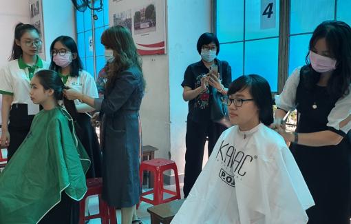 180 sinh viên tham gia hiến tặng tóc cho bệnh nhân ung thư vú