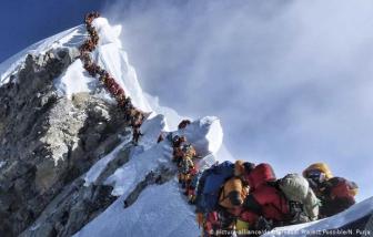 COVID-19 lần đầu tiên xuất hiện trên đỉnh Everest