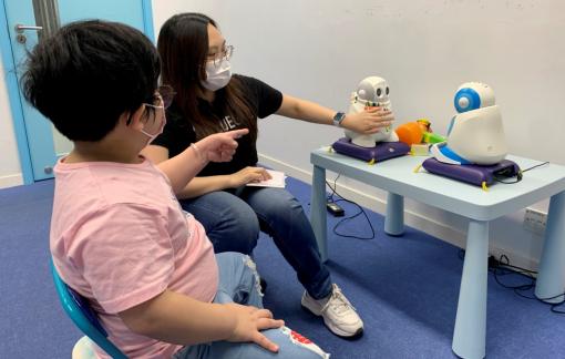 Dùng robot giúp trẻ tự kỷ phát triển kỹ năng xã hội