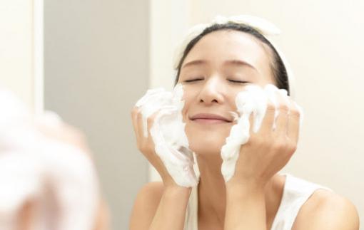 Bí quyết rửa mặt để da sáng mịn của phụ nữ Nhật Bản