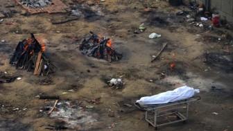 Ấn Độ: Bệnh viện tuyệt vọng tìm nguồn cung cấp oxy, lò hỏa táng quá tải