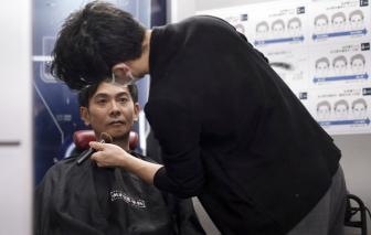 Đàn ông U50, U60 Nhật Bản ngày càng thích trang điểm