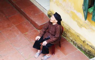 """Thăm nhà, ngắm """"báu vật"""" của nghệ nhân hát quan họ gần trăm tuổi"""