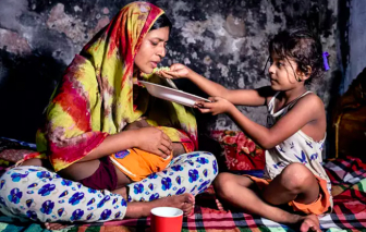 COVID-19 khiến phụ nữ mất hơn 800 tỷ USD thu nhập