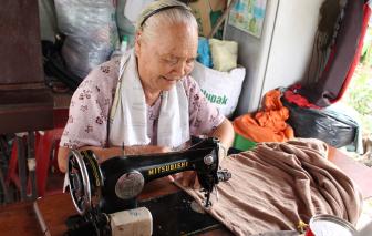 Chuyện cụ Vàng may áo tặng người nghèo ở huyện Bình Chánh