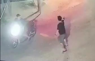Clip: Nổ súng, đuổi chém kinh hoàng giữa hai nhóm thanh niên