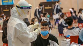 Vừa đẩy mạnh tiêm vắc-xin, vừa chủ động phòng lây nhiễm