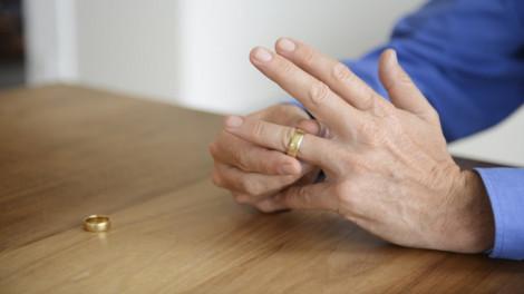 Diễn đàn Có nên ly hôn tuổi xế chiều?: Biết thế thì đã nhẫn nhịn...