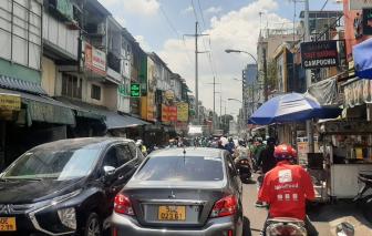 """""""Phố ăn vặt"""" Nguyễn Thượng Hiền chưa hình thành, dân đi đường đã bị bít lối đi"""