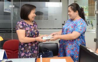 Báo Phụ nữ TPHCM trao hơn 174 triệu đồng ủng hộ vụ kiện của bà Trần Tố Nga