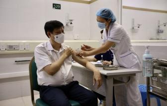 Sáng 6/5, Bộ trưởng Bộ Y tế Nguyễn Thanh Long tiêm vắc-xin COVID-19 tại Bệnh viện Bạch Mai