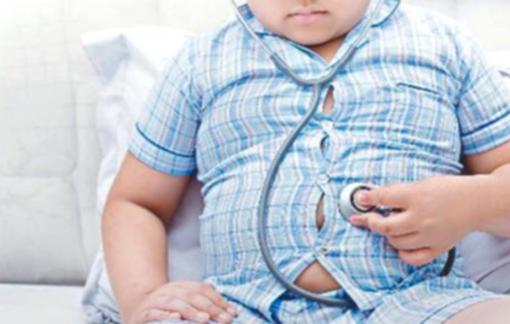 Trẻ mới lên hai đã khổ sở chữa béo phì