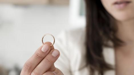 Diễn đàn Có nên ly hôn tuổi xế chiều?: Cái áo hôn nhân đã chật thì đừng cố