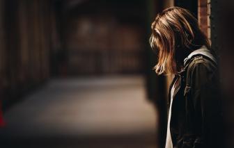 Diễn đàn Có nên ly hôn tuổi xế chiều: Cha mẹ ly hôn, con dù đã lớn vẫn suy sụp