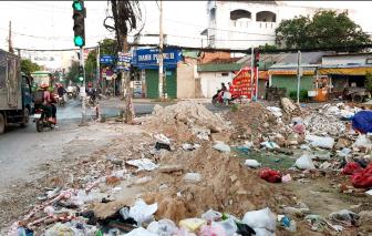 Nhếch nhác bãi rác giữa lòng phố thị