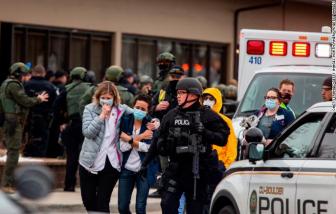 """Một cuối tuần """"đẫm máu"""": 10 vụ xả súng, 17 người chết trên khắp nước Mỹ"""