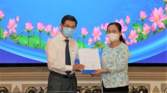 Trao nghị quyết phê chuẩn ông Nguyễn Văn Dũng làm Phó chủ tịch HĐND TPHCM