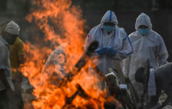 Ấn Độ lập kỷ lục với hơn 4.200 người chết, biến thể đã lây lan trên 44 quốc gia