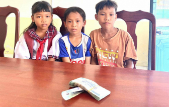 Kiên Giang: Ba em học sinh tiểu học trả lại 42 triệu đồng cho người đánh rơi