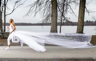 Mặc váy cưới chạy bộ 458km để nâng cao nhận thức cho các nạn nhân bị lạm dụng ái kỷ
