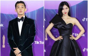 """Baeksang 2021: Yoo Ah In và """"ác nữ"""" Kim So Yeon thắng lớn"""