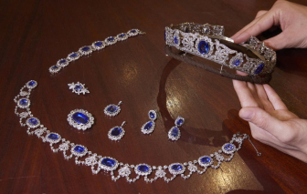 Trang sức thời Napoléon được bán với giá gần 3 triệu USD