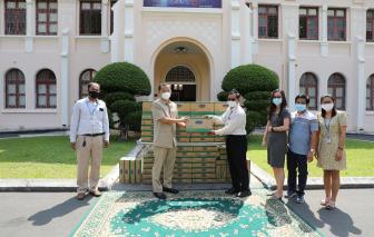 """Angkormilk, công ty con của Vinamilk tại Campuchia, trao tặng 48.000 sản phẩm sữa hỗ trợ người dân và trẻ em """"vùng đỏ"""" trong dịch COVID-19"""