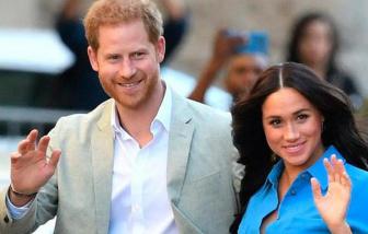 """Hoàng tử Harry ví cuộc sống hoàng gia giống như """"một show diễn"""""""
