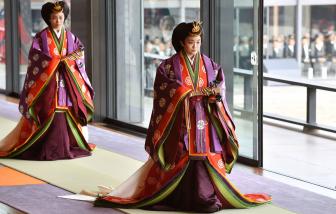 Lo lắng trước gia đình hoàng tộc thu hẹp, Nhật Bản suy xét việc có nữ hoàng