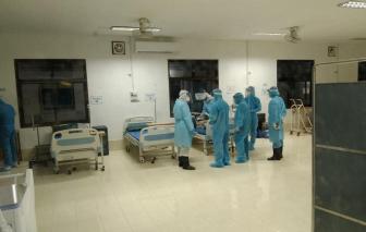 Bác sĩ Việt Nam cấp cứu bệnh nhân COVID-19 tại Lào
