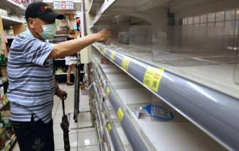 Lo người dân đổ xô mua hàng hoá vì ca nhiễm COVID-19 tăng, chính quyền Đài Loan trấn an