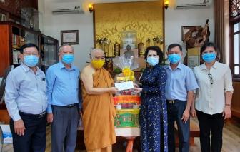 Chủ tịch Ủy ban Mặt trận Tổ quốc Việt Nam TPHCM Tô Thị Bích Châu thăm, chúc mừng lễ Phật đản