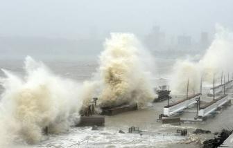 Ấn Độ: 127 người mất tích vì tàu chìm trong bão lốc xoáy
