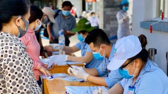 Cử tri TPHCM khai báo y tế trước ngày bầu cử