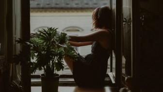 Nỗi cô đơn của người trưởng thành: Lắng nghe cô đơn rồi bước tiếp