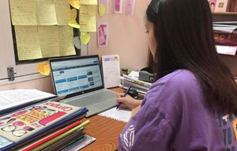 Hà Nội cho học sinh làm bài kiểm tra trực tuyến vào buổi tối