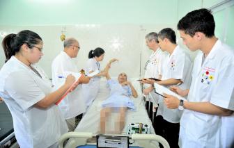 Bác sĩ y học cổ truyền học làm du lịch y tế