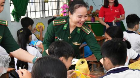 Thiếu tá Võ Thị Thùy Trang: Nụ hồng đỏ mang quân hàm xanh