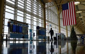 Nhà Trắng không yêu cầu du khách nước ngoài đến Mỹ phải tiêm vắc-xin
