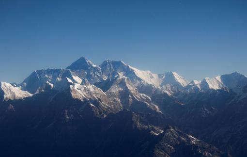 Hai kỷ lục vừa được xác lập trên đỉnh Everest trong mùa leo núi 2021