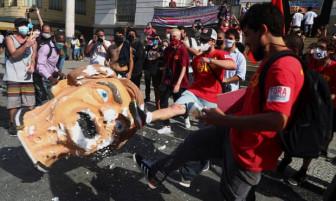Người Brazil đòi luận tội Tổng thống Jair Bolsonaro vì cho rằng ông và chính phủ đã xem thường COVID-19