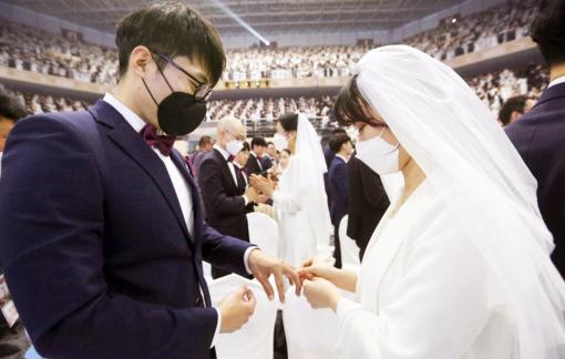 Giải quyết vấn đề giảm sinh bằng cô dâu nước ngoài, Hàn Quốc vấp phải sự chỉ trích