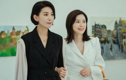Hàng hiệu đắt đỏ của 2 nàng dâu trong phim ''Mine''