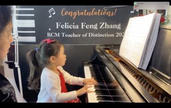 Tài năng piano 3 tuổi bất ngờ bộc lộ trong thời gian ở nhà tránh dịch