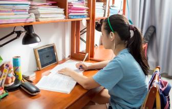 Dạy online mùa dịch: Thu học phí thế nào?